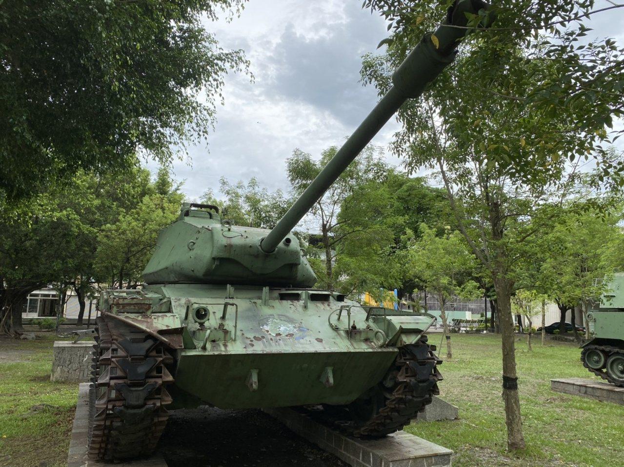 潮州運動公園內的坦克車,這處公園為南部陳列最多國軍武器的公園。 圖/陳弘逸 攝影