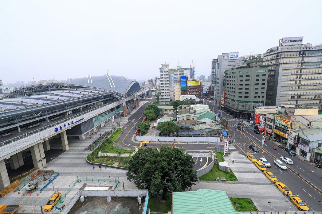 如果中央政府要遷到台灣中部,我們必須務實地針對這件事對該地產生的衝擊與影響,做長期且通盤性的考量。圖為台中火車站後站。 圖/台中市政府提供
