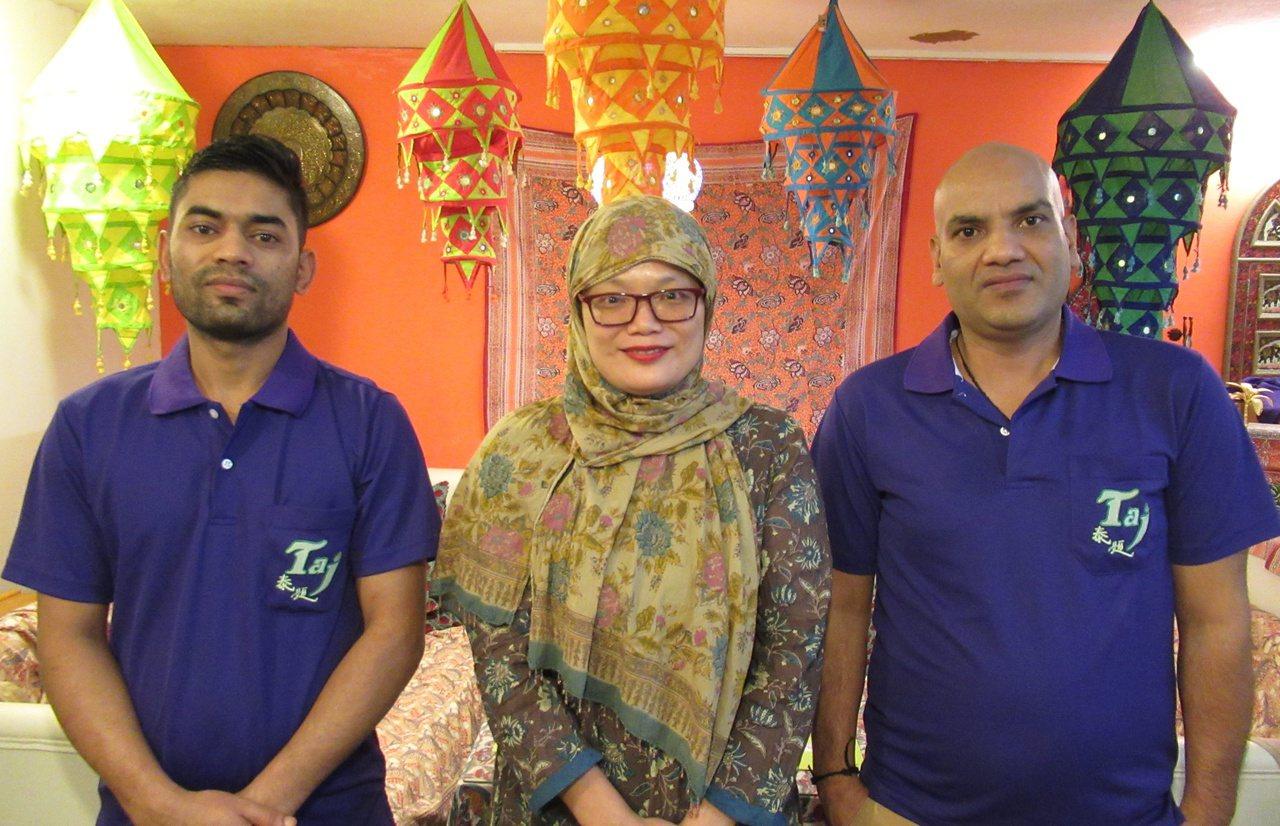 泰姬印度餐廳廚師畢堅達(Bijendra,左) 和羅梅西(Ramesh,右)是亞...