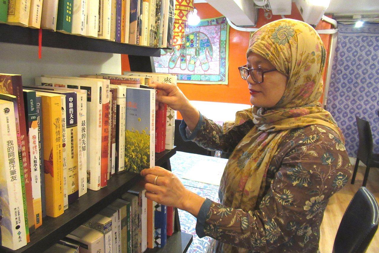 亞瑟蘭的另一個身分是「作家」,她也因關注印度、巴基斯坦時事,經常投書報章、媒體。...
