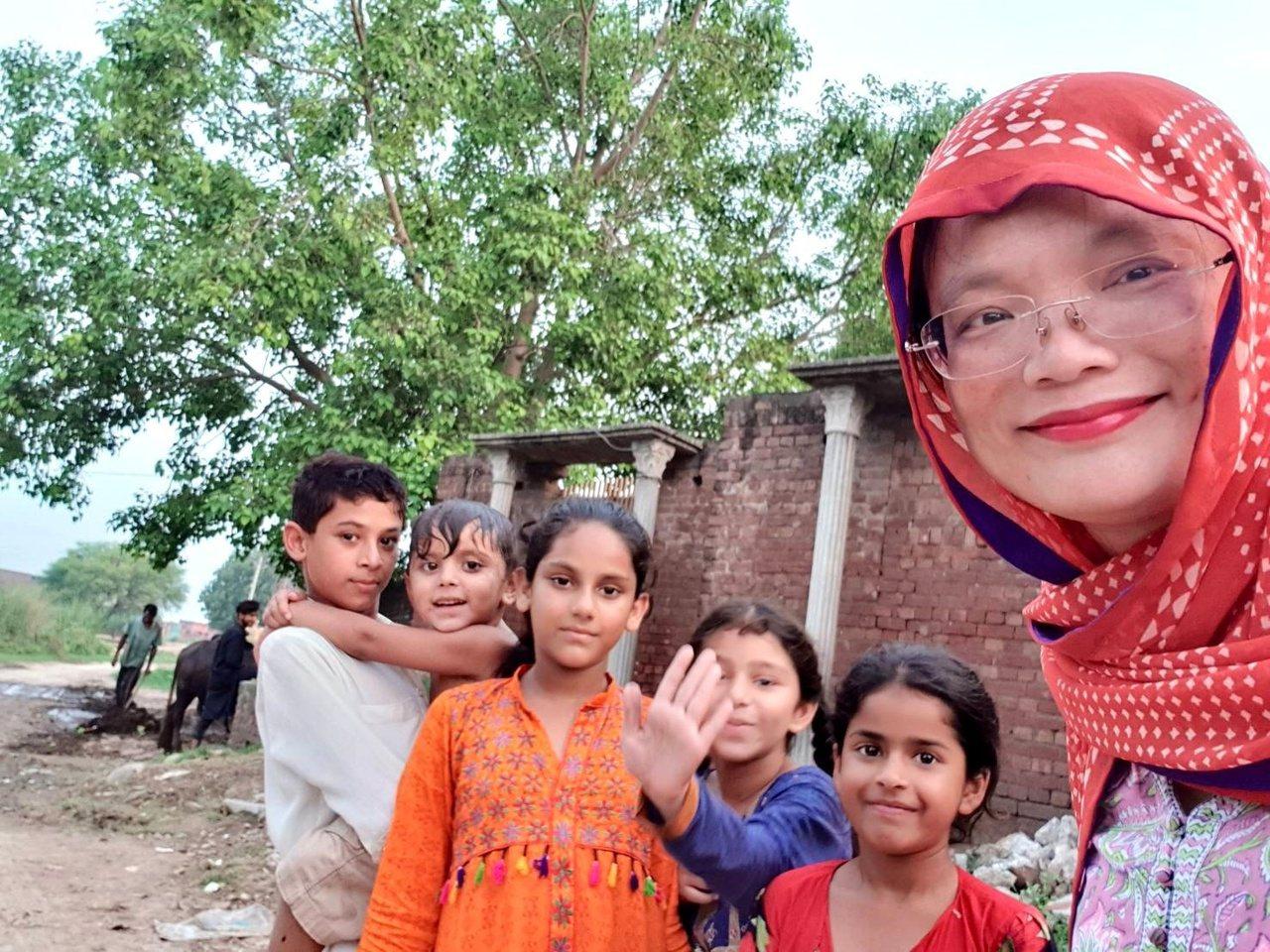 常旅居巴基斯坦的亞瑟蘭說,「生活就是文學」,許多文章題材都是取自自身的生活體驗。...