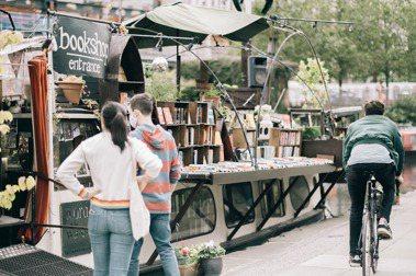 【倫敦男子的生活日常】以船為家、與書同伍:運河一岸的水上獨立書店「Word on the Water」