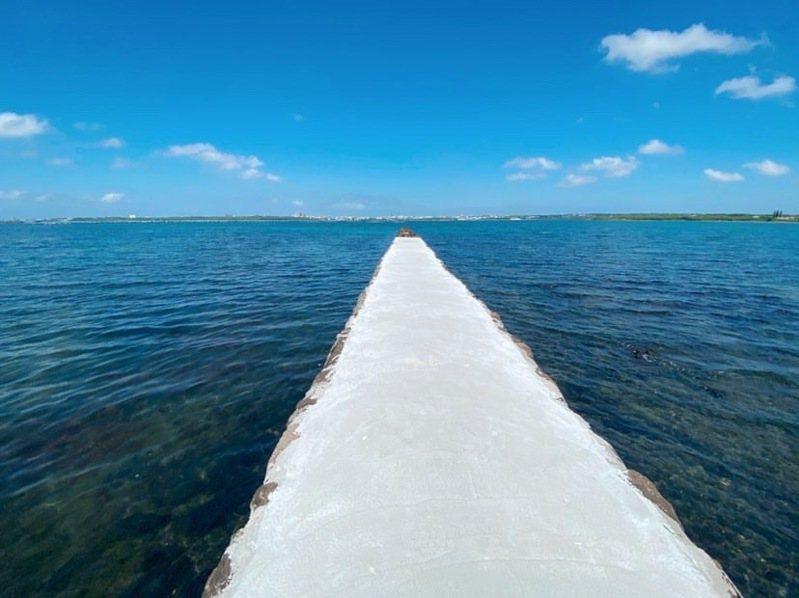 澎湖秘境新景點,位於五德東碼頭附近,有一處「純白天堂路」,鮮少遊客知悉此地。 圖/澎湖傑克家族民宿授權