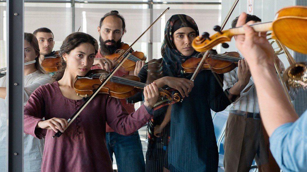 透過音樂,以巴年輕人終於有了交流,雖是「交流」,但不可能完全和諧,就如同樂音不會...