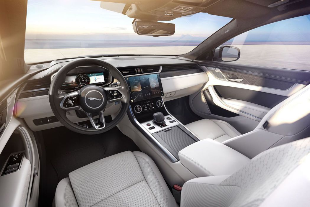 車室挑脫以往古典英倫設計,改為具有科技感的現代風格。 摘自Jaguar