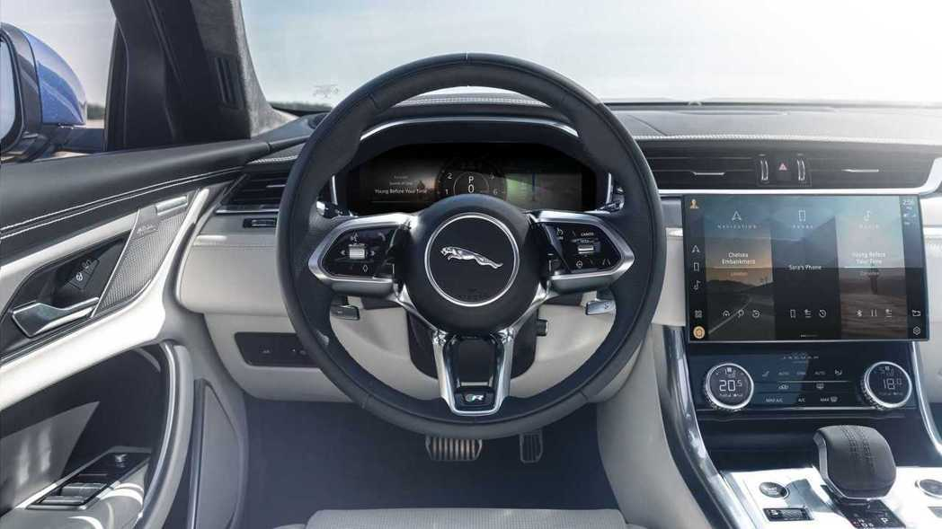 11.4吋無邊框曲面玻璃觸控螢幕搭配虛擬儀表和新式方向盤,科技感十足。 摘自Ja...