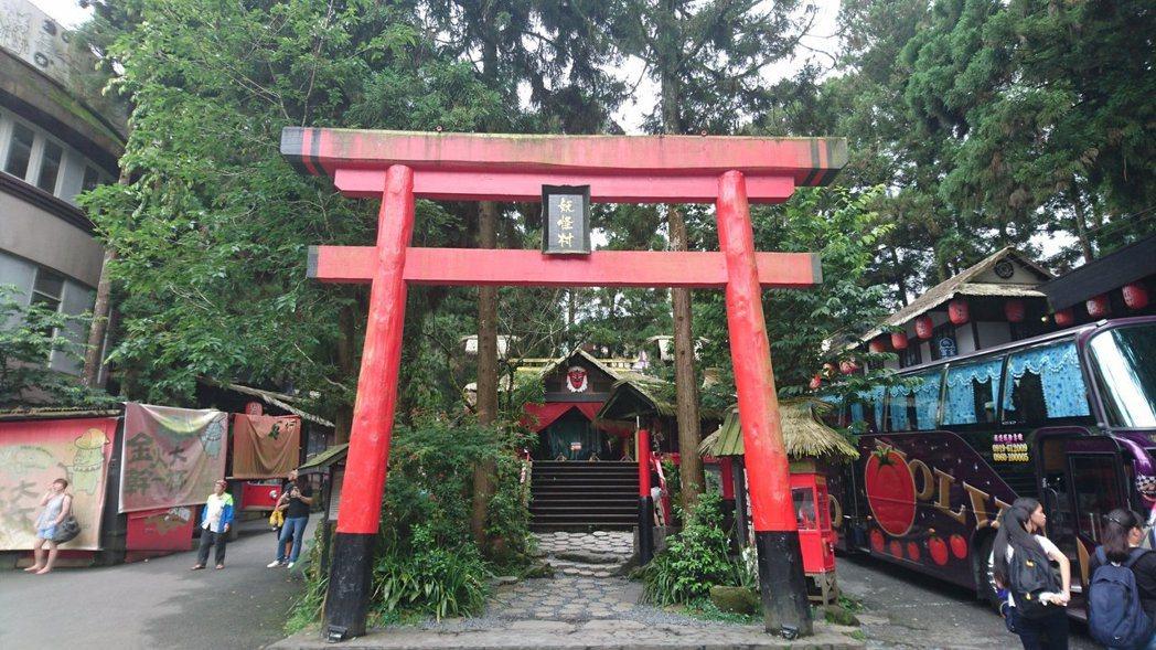 在台灣各地大量出現的異國文化移植如溪頭妖怪村等,明眼人都看得出來是參考標的是什麼...