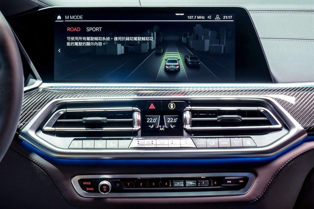 全新BMW X5 M搭載M MODE駕馭模式切換功能,可依路況與需求透過12.3...