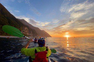 我今年實現了長久以來「海洋獨木舟」的夢想,至今已去過東澳烏岩角、清水斷崖、北海岸象鼻岩等地。 圖/工頭堅提供