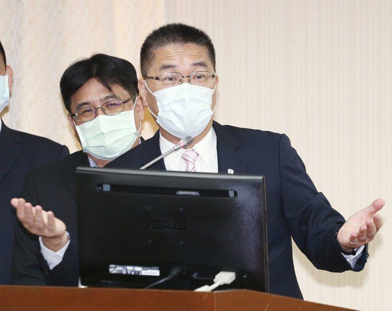 對於數位身分證的個資疑慮,內政部長徐國勇示晶片是用「台灣的驕傲、台灣的神山」台積電所製造的,後續也會用最嚴格的態度與方式保護台灣人民個資,不會有問題。 報系資料照/記者曾原信攝影
