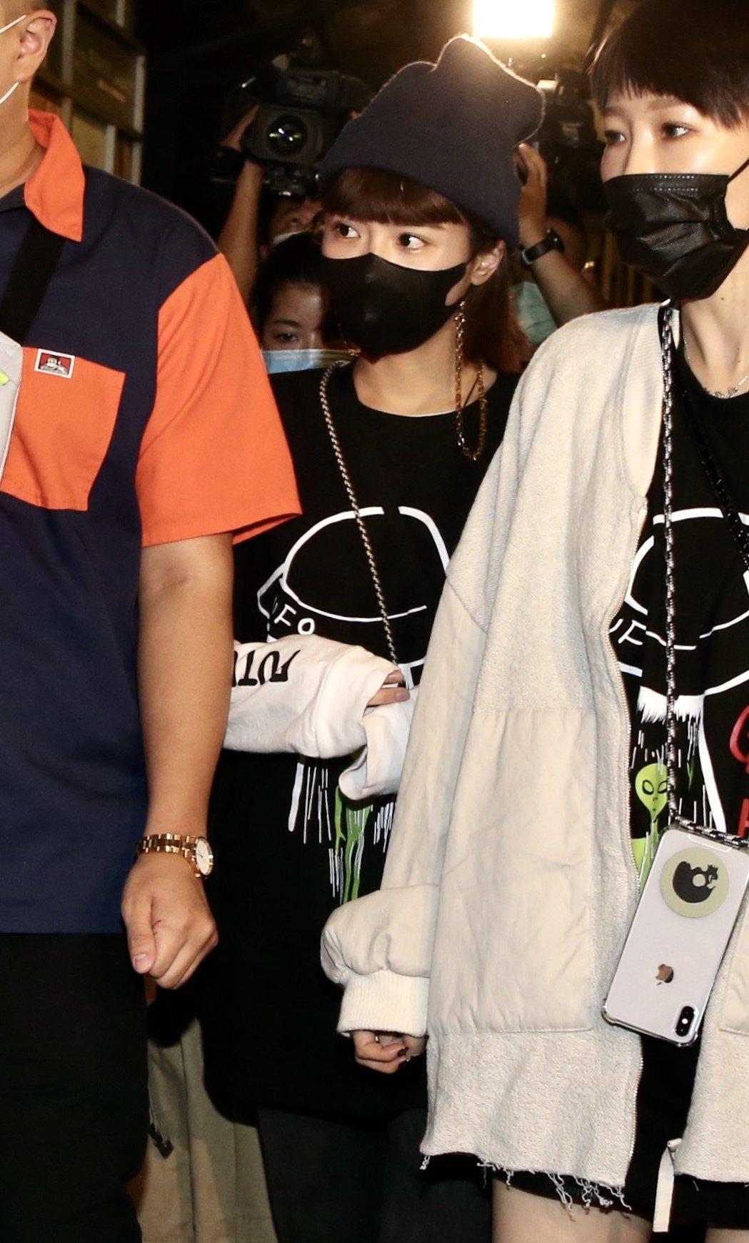 女朋友峮峮出席黃鴻升「地球上最浪漫的演唱會」追思音樂會。記者林俊良/攝影