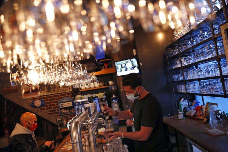 比利時首都布魯塞爾下令咖啡廳和酒吧關閉一個月。 美聯社