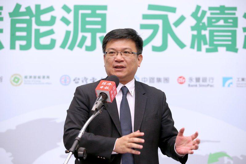 經濟部次長曾文生今天表示,發展再生能源,對台灣經濟成長有正面幫助;現在再生能源有市場需求,推再生能源不管是台灣還是全世界,都不可能走回頭路。記者余承翰攝影/報系資料照