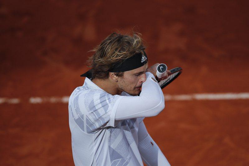 德國網球好手澤瑞夫抱病上場挨批後,今日在IG上說明自己新冠肺炎檢測陰性自清。 美聯社