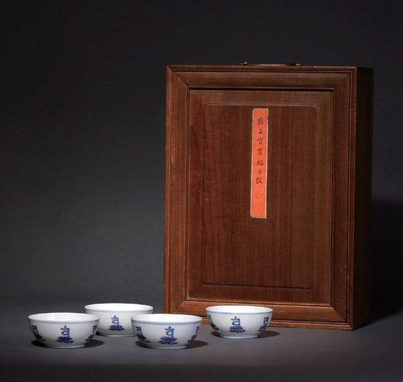 清 雍正 青花仿成化梵文杯四只「大清雍正年製」款 直徑9.3公分 來源:舊金山G.T. Marsh & Co. 1971。佳士得紐約2010年3月編號1370。