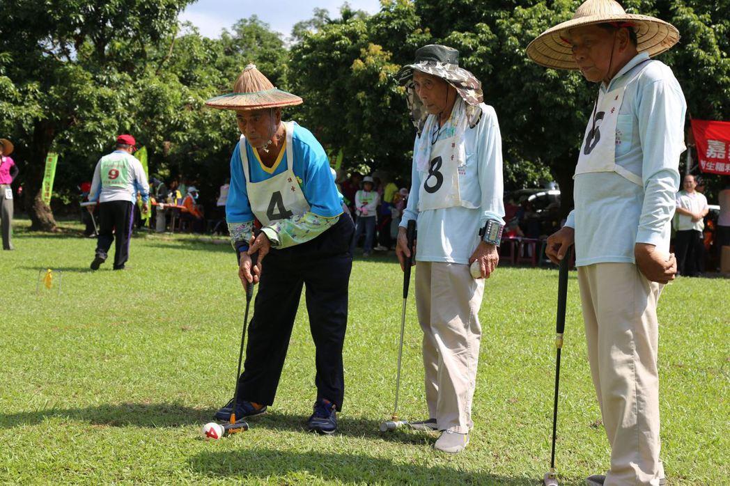 嘉義縣政府推廣老人槌球運動,增進老人身體健康。圖/嘉義縣府提供