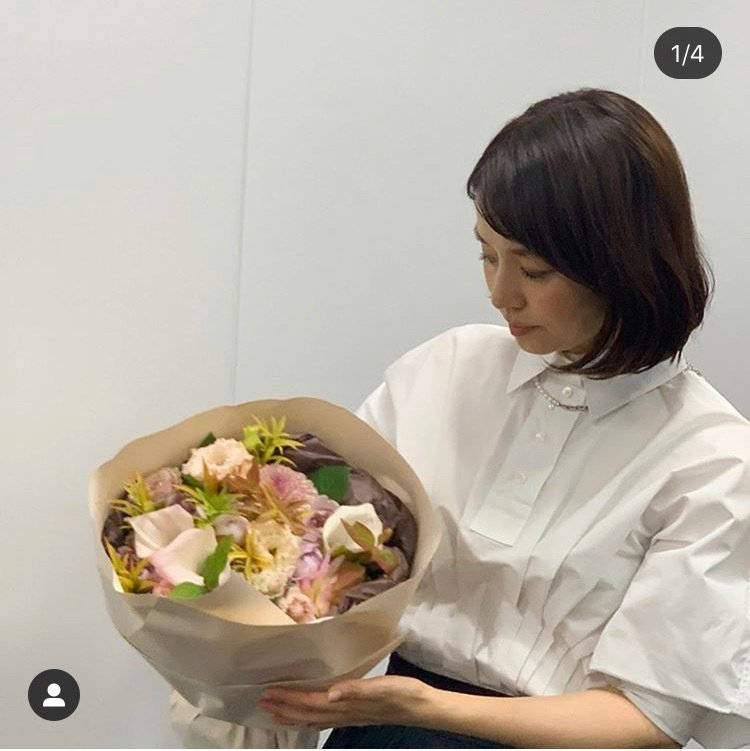 石田百合子配戴MIKIMOTO COMME des GARÇONS聯名系列珍珠串...