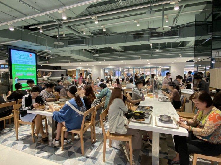 SOGO忠孝館美食街改裝大變身,改裝後帶動業績成長超過2成。圖/SOGO提供