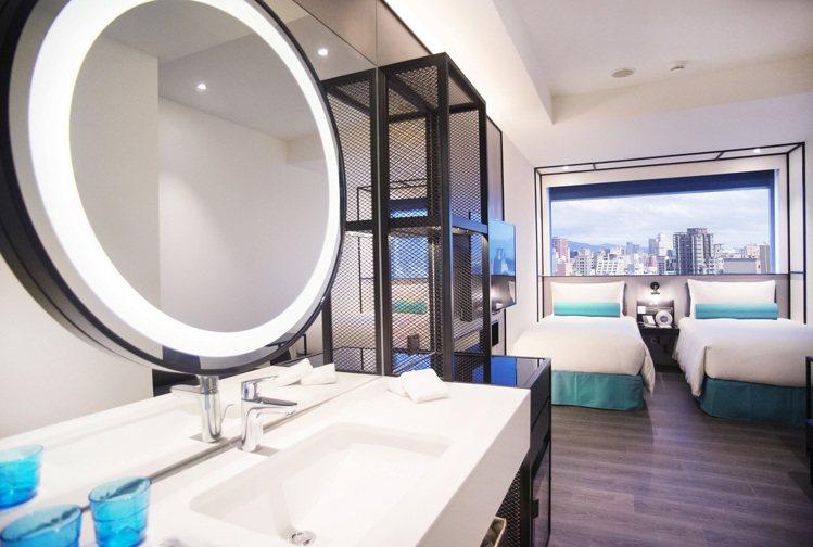 台北凱達大飯店輕工業風精緻客房。圖/凱撒飯店連鎖提供