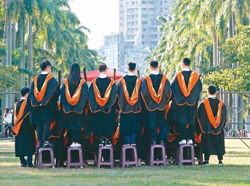 近年來台灣社會出現「博士無用論」的聲音,不少博士班招不到學生,也有不少博士生畢業後找不到工作。 圖/聯合報系資料照片