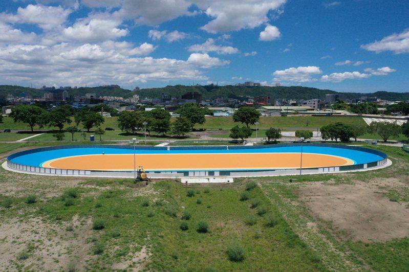 新北高灘處改建新莊區河濱公園溜冰場地,符合國際競賽規格,本月8日將啟用。圖/高灘處提供