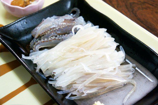 入舟番屋花枝生魚片定食。圖/摘自原點出版社、「日本一日遠方」作者張維中