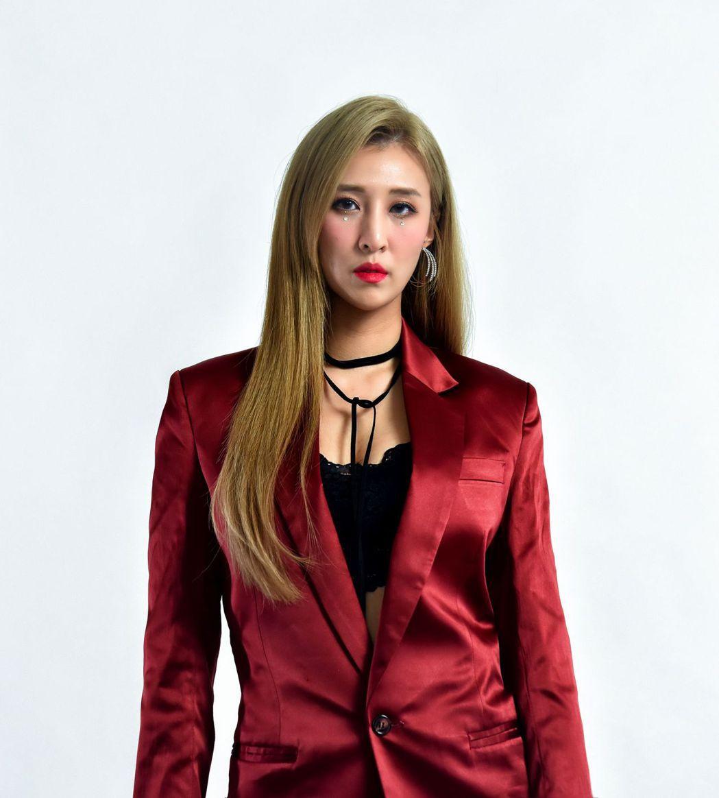 前唱跳女團「無限甜心」成員米亞若單飛推出甜蜜舞曲「Kiss Kiss」。圖/無限...