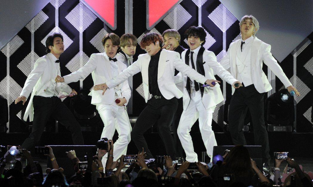 南韓人氣男團防彈少年團(BTS)新曲Dynamite剛拿下第三個美國告示牌百大單