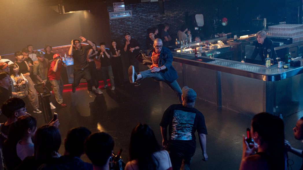 呂士軒在新歌「大特醉」MV展現拳腳功夫。圖/RoboKatz提供