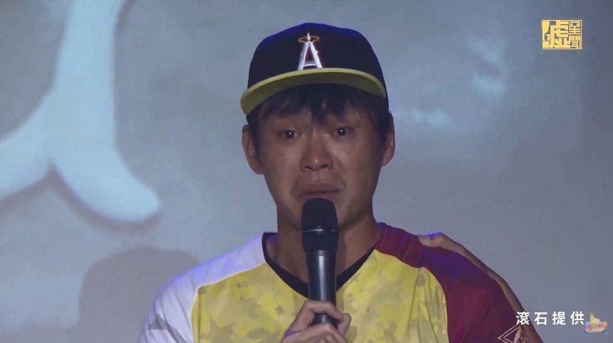 黃鐙輝悼念小鬼,成為第一個音樂會上哭的來賓。圖/摘自YouTube
