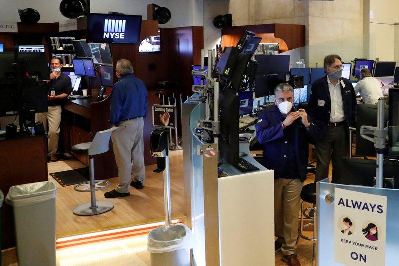 美股三大指數6日早盤漲跌互見,但在平盤附近狹幅震盪。路透