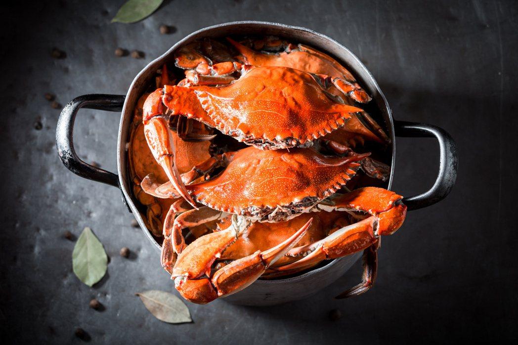 蟹肉含優質的蛋白質,但膽固醇和普林含量高,高血脂、痛風的人不宜食用。圖╱123R...