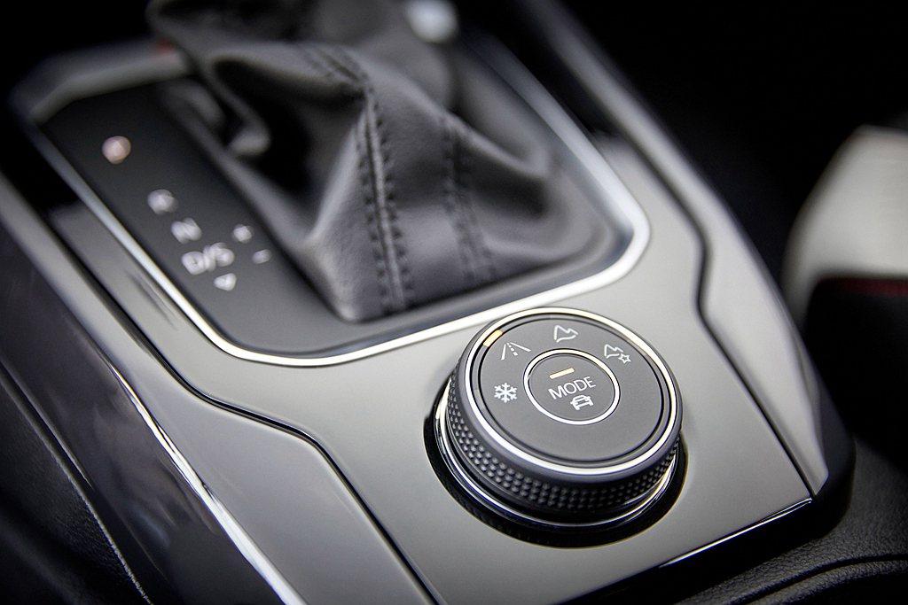 福斯T-Roc 330 TSI採用2.0L渦輪增壓引擎,0-100km加速僅需7...