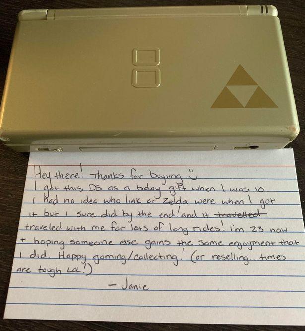 一名遊戲玩家從網路購買二手的掌上遊戲機任天堂DS,取貨時竟發現賣家隨機附上手寫紙條。圖/取自Mirror