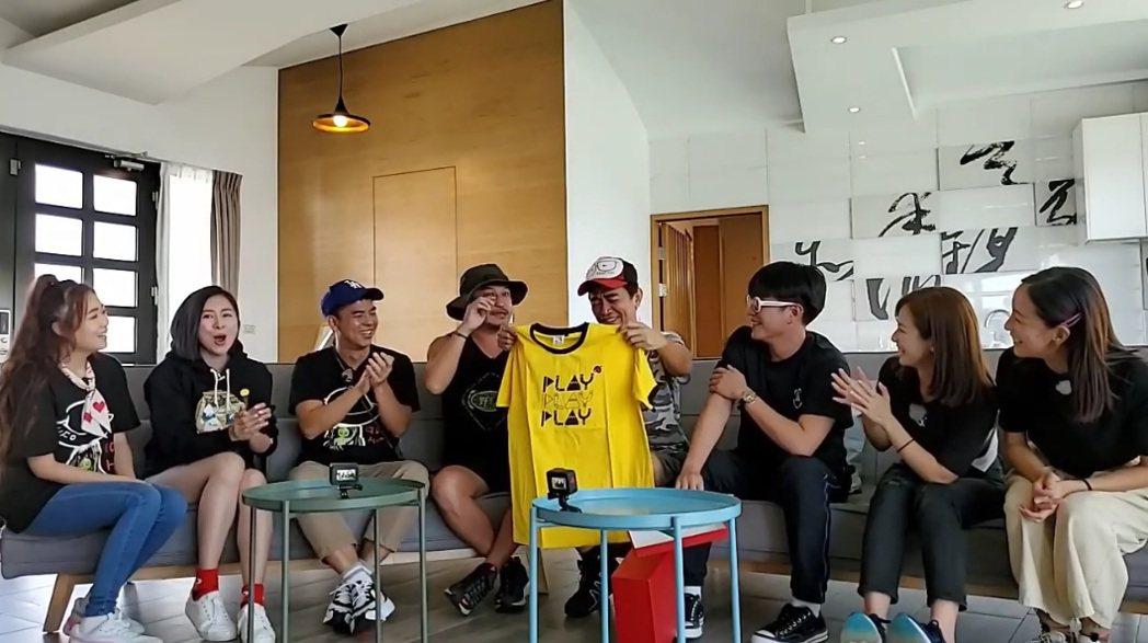 憲哥重披黃隊戰袍。圖/擷自臉書
