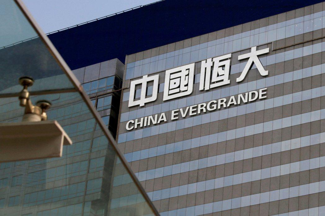 恆大集團已非第一次出現重大財務狀況,近年來債務問題嚴重,中國市場對後續可能引發的金融海嘯甚為恐慌。 圖/路透社