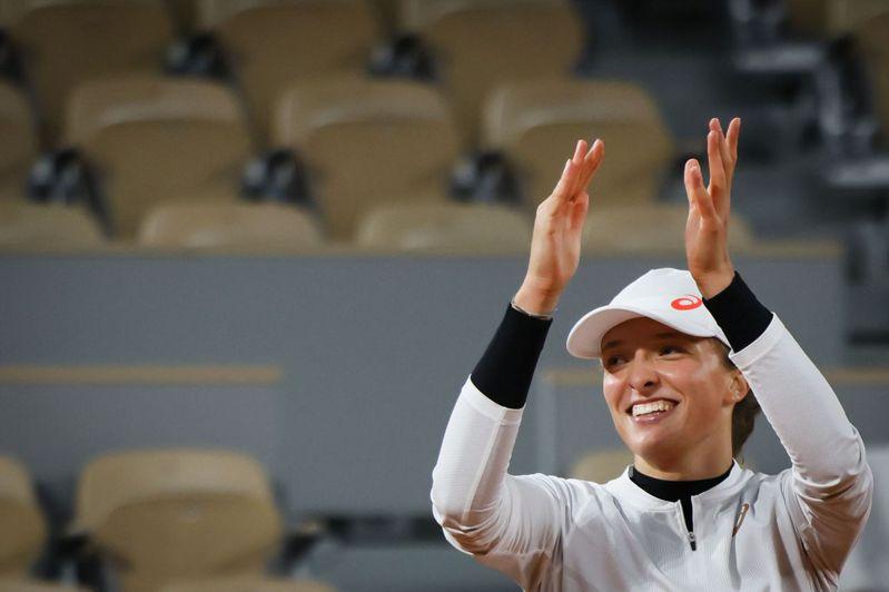 波蘭19女將斯威雅蒂(Iga Swiatek)持續譜出今年法網驚奇,生涯首闖大滿貫四強,對手是同為黑馬的史維托莉娜。 法新社