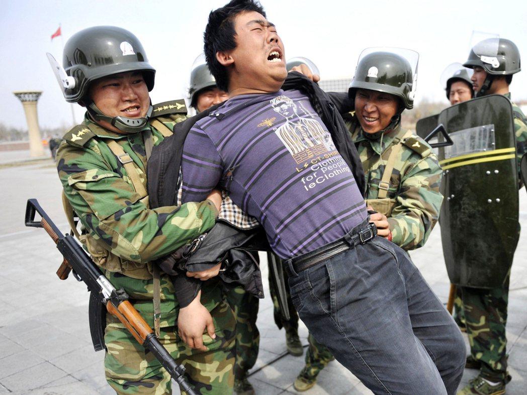 這起尚無和緩趨勢的危機,已由中國政府侵害國內少數民族的人權事件,轉為廣受世界關注...
