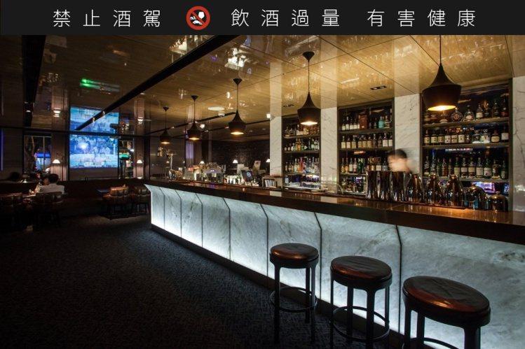 URBAN331威士忌酒吧細膩沉穩的室內氛圍,可細細品味富層次的醇酒風味。圖/慕...