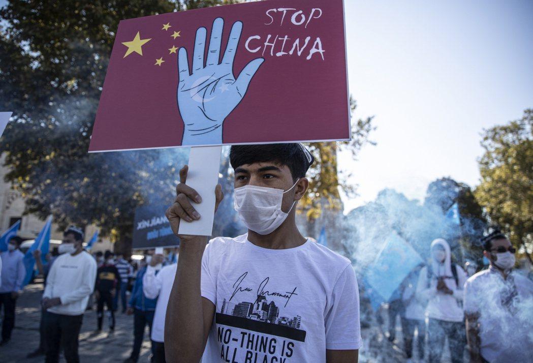 「阻止中國!」今年5月,美國《維吾爾人權政策法案》獲得參眾議院支持,6月中也由川...
