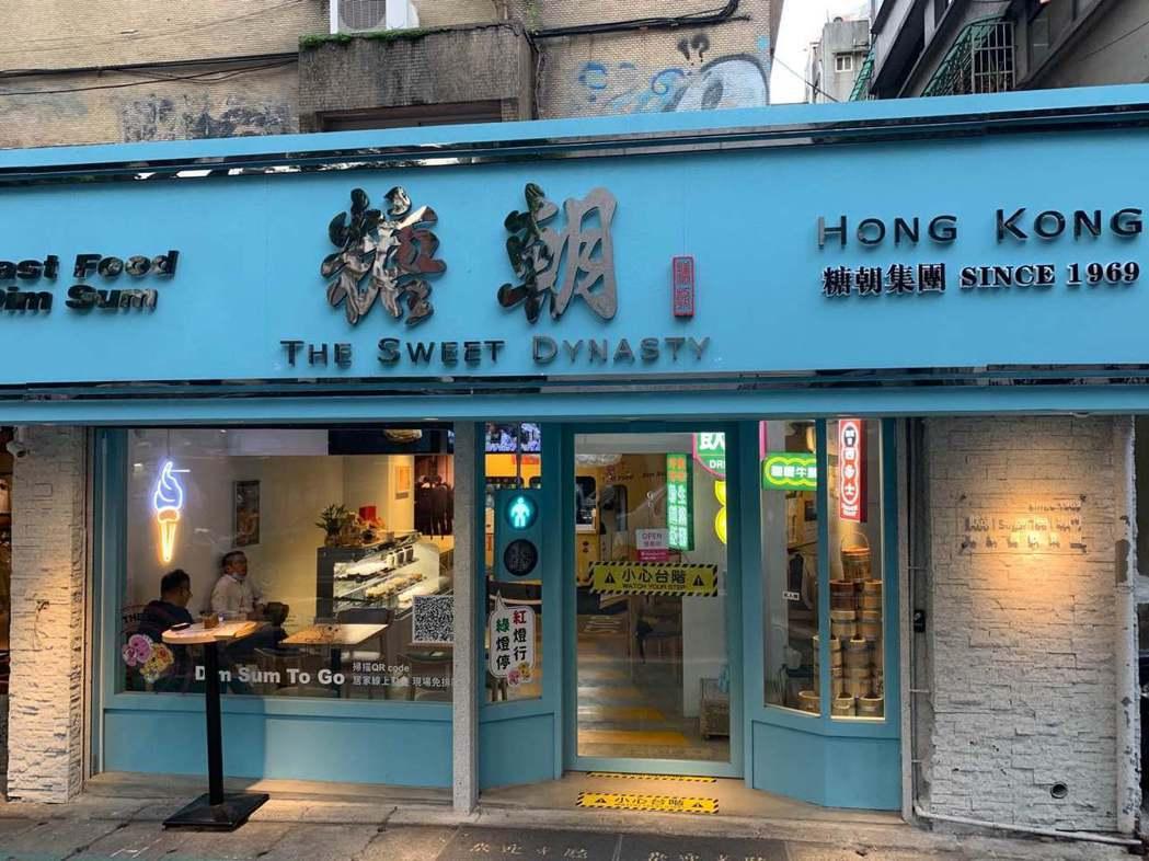 「糖朝」為了搶奪外帶商機,斥資數百萬於台北東區繁榮巷內,設立「糖朝Fast Fo...
