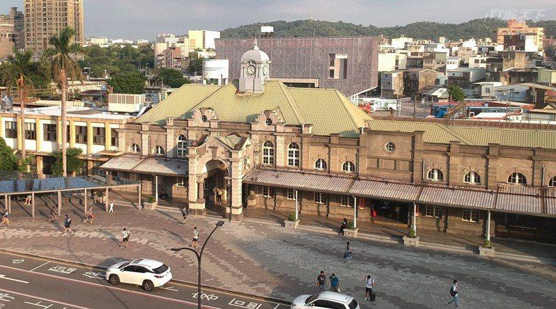 新竹火車站是台灣歷史最久、仍在營運的百年車站。
