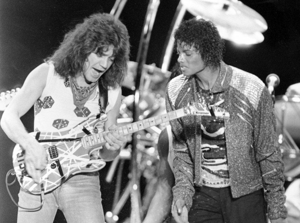 范海倫曾為流行天王麥可傑克森(圖右)1983年的熱門單曲「Beat It」進行吉...