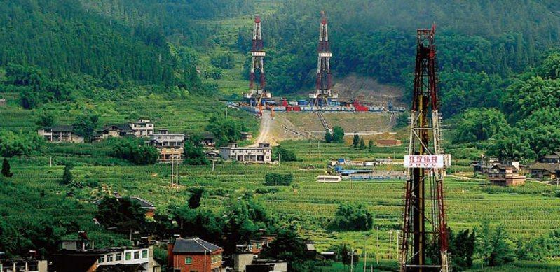 圖為中國石化集團公司位於四川涪陵地區的頁岩氣田。(取自中石化集團網站)