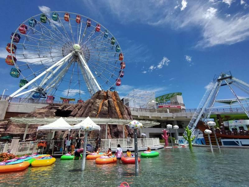 國慶連假期間,兒童新樂園及貓纜推出優惠活動吸引人潮前往。圖/北捷提供