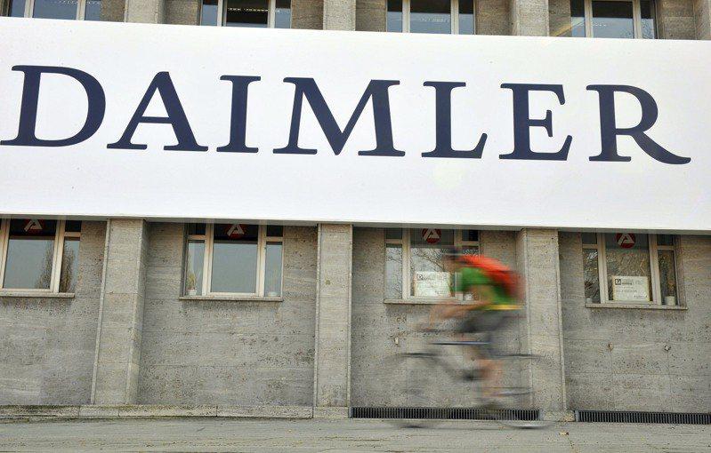 戴姆勒(Daimler)與夏普(Sharp)的專利權官司已和解。  美聯社