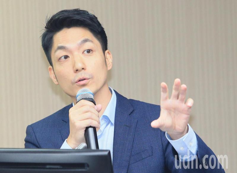 立委蔣萬安(圖)今天在衛環委員會臨時提案禁止0-2歲托育嬰幼兒吃含瘦肉精的食品。記者潘俊宏/攝影