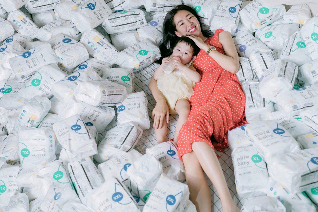 劉伊心為可愛女兒親自設計尿布。圖/YOME 優米生活提供