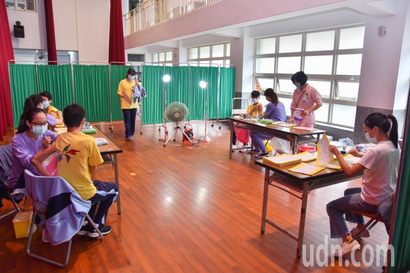 宜蘭校園端公費流感疫苗接種今天開跑,校園由7家專責醫院負責,鼓勵學生踴躍接種。記者張議晨/攝影
