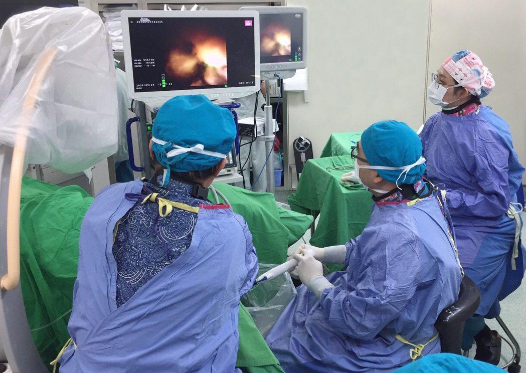 羅東博愛醫院與長庚醫院骨科、泌尿科結盟,今年度雙方醫師團隊合力完成多場手術。博愛...